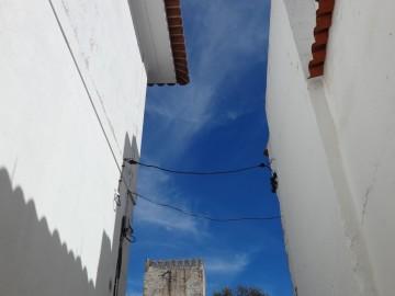 Vista d castelo de Moura e da bica de Santa Comba a partir da 1ª rua da Mouraria.1